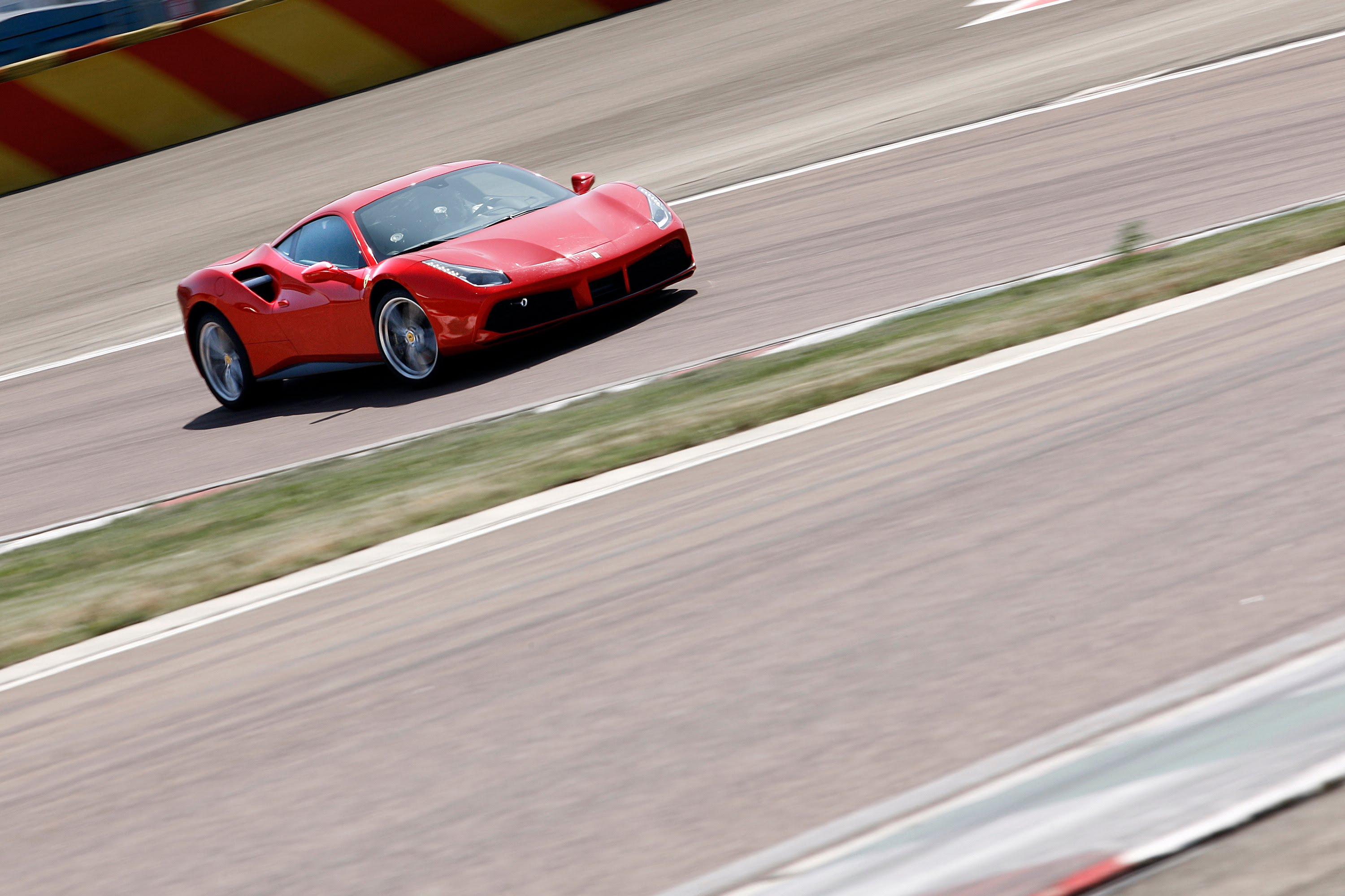 Ferrari 488 GTB on road and track – Chris Harris on CarsExcitingAds
