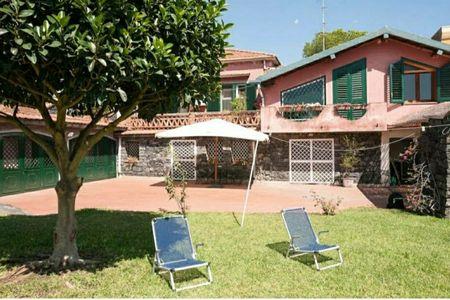 Cozy villa with Mediterranean garden near the sea